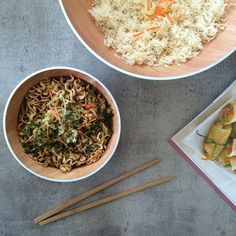 De Osmos Schaal van ZakDesigns maakt het serveren van salades en andere gerechten wel erg gemakkelijk. Handig voor bij een barbecue of op de camping. De schaal is vervaardigd uit de kunststofsoort melamine. Deze kunststofsoort is erg licht en vrijwel onbreekbaar. Verder kan deze Osmos schaal gemakkelijk in de vaatwasser na gebruik. Dit maakt de schaal erg makkelijk in gebruik en multifunctioneel. Barbecue, Ethnic Recipes, Food, Design, Kid Games, Campsite, Crickets, Easy Meals, Barrel Smoker