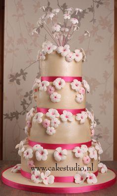 11 mei 2012 Bruidstaart #Remco&Nadine #Constance #cakestudio.nl