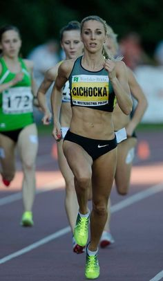 It ain't easy to look hot and sexy when running at full speed - she's doing it right - Angelika Cichocka from Poland Sports Women, Female Sports, Beautiful Athletes, Athletic Girls, Track And Field, Female Athletes, Sport Girl, Physique, Fitness Inspiration