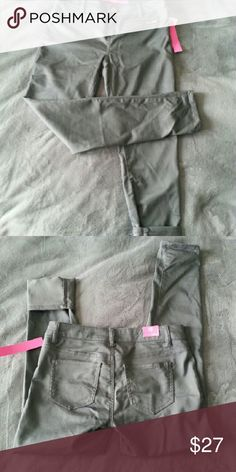New with tags! Grey stretchy skinny pants Grey stretchy skinnies with rose gold colored front zippers. Size 9 but fit more like 7. Can be worn with cuff or no cuff. New with tags. Super stylish Tinseltown Pants Skinny