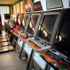 Shared by arcade.planet #arcade #microhobbit (o) http://ift.tt/1PR1hTx tienes unas cuantas de #sega #naomi listas para jugar a juégalos como #virtuastriker #virtuatennis ##virtuanba #retrosevilla #royalrunble #retro cabinet #recollection #retrocollective