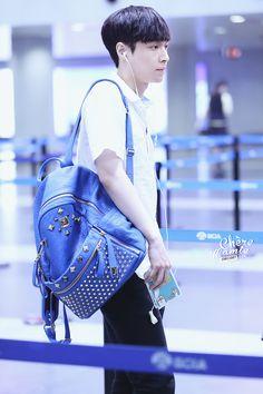 140622- EXO Lay (Zhang Yixing) Beijing Airport to Gimpo Airport #exom #men #fashion