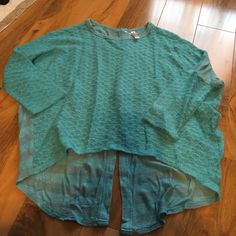Cute sweater top! Brand new never worn great condition Xhilaration Sweaters