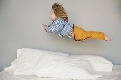 Pillow fight kids photo shoot. Cutest.  sami jo photography.