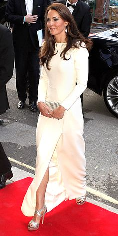 Duchess of Cambridge Kate Middleton wows in floor-length gown with thigh-high split Kate Middleton Stil, Estilo Kate Middleton, Kate Middleton Photos, Princesa Kate, Diana, Royal Fashion, Star Fashion, Principe William Y Kate, Princesse Kate Middleton