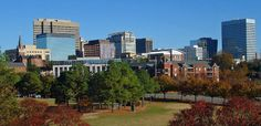 South Carolina is a state on the east coast of the United States. This article is all about the beautiful state of South Carolina. It contains both information as well as photos. Columbia South Carolina, Carolina Do Sul, North Carolina, Bernie Sanders, San Antonio, Nashville, Orlando, Great Places, Beautiful Places