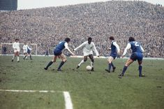 Pele v #Sheffield Wednesday at Hillsborough, 1962. Great shot of the old uncovered kop. #swfc