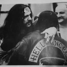 Lemmy in Concert with Hells Angels in his arms. Biker Clubs, Motorcycle Clubs, Rock And Roll, Heavy Metal Art, Hard Men, Hells Angels, Hip Hop Rap, Rock Legends, Psychobilly