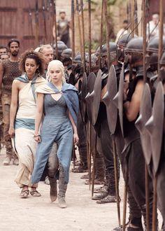 Missandei (Nathalie Emmanuel) & Daenerys Targaryen (Emilia Clarke)