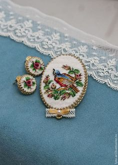 Изысканный комплект из броши и серег с микровышивкой от Екатерины Пинчук — работа дня на Ярмарке Мастеров. Магазин мастера: pinchuk-art.livemaster.ru #beautiful #handmade #craft #embroidery #jewelry #brooch #earrings #crossstich