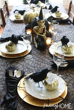 30 Dramatic Halloween Table Decor Ideas