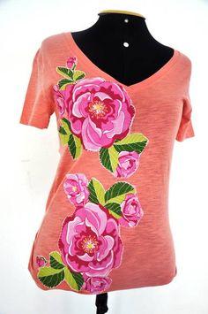 **** Camiseta na cor abóbora,tamanho G, mangas curtas, decote em V, malha Hering,com aplicação de flores..  ******* Produto  PRONTA ENTREGA*******  **** Consultar valor do frete! **** Aceito encomendas em outros tamanhos, cores e modelos. *****Medidas:44cm de busto e 69cm de comprimento R$ 55,00