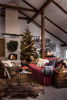 A cozy Christmas inspiration! Christmas Interiors, Christmas Living Rooms, Christmas Room, Cozy Christmas, Cozy Living Rooms, Rustic Christmas, Living Room Decor, Xmas, Christmas 2015