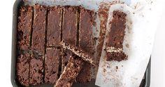 Σοκολατένιες Μπάρες Βρώμης Συστατικά: 120 γρ. Βρώμη χωρίς γλουτένη σε σκόνη (χτυπημένη στο μούλτι) 80 γρ. Καρύδα τριμμένη 120 γρ. Αλατ... Meat, Desserts, Recipes, Food, Tailgate Desserts, Deserts, Essen, Postres, Dessert