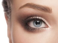 Wondering how to make your eyes look bigger? Find 10 ways to make your eyes look bigger with the help of these eye makeup tips and tricks. Beauty Makeup, Eye Makeup, Hair Beauty, Eyelashes, Eyebrows, Sparkling Eyes, How To Do Makeup, Eyeliner Brush, Oily Hair