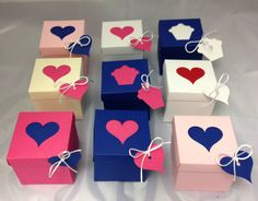A pack 10 interlocking lid and base 7cm sq cupcake/favour box with Heart design