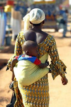 Africa | People. A mother in Burkina Faso