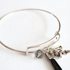Bracelet jonc réglable pompon noir, breloque dragon et perle