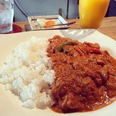 お勧めしてもらったカレー屋さん。マンゴージュースと共に。 - 2件のもぐもぐ - New York Chichen Curry by Tomoko