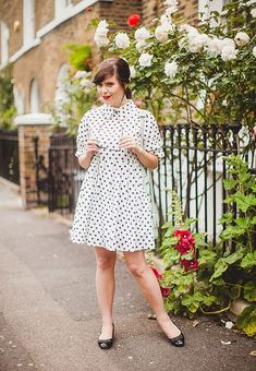 Here are 30 outfits that show you how to pull off the polka dot trend and look chic and modern. Carrie, 30 Outfits, Look Chic, Style Icons, Carry On, Vintage Fashion, Vintage Style, Cool Designs, Polka Dots