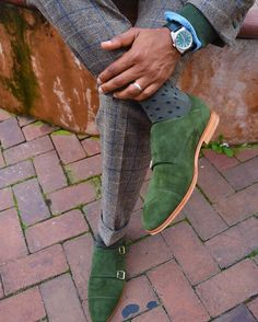 Green suede shoes 💥🍀 #shoes #Elegance #Fashion #Menfashion #Menstyle #Luxury #Dapper #Class #Sartorial #Style #Lookcool #Trendy #Bespoke #Dandy #Classy #Awesome #Amazing #Tailoring #Stylishmen #Gentlemanstyle #Gent #Outfit #TimelessElegance #Charming #Apparel #Clothing #Elegant #Instafashion