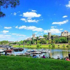 C'est l'été ! Allez, le  , reviens !! Car, quand il fait beau, elle est drôlement belle la ville d'Angers en cette saison... @carointhe60s a l'air d'apprécier, en tout cas