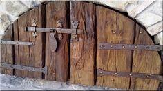 Kemenceajtó fából  Öreg faanyagok értékesítése, Taliándörögd faüzem, Áldór kft