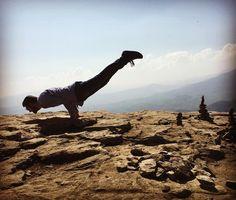 Mayurasana on Pietra di Bismantova ... Hard pose, amazing view! Freedom:always, everywhere, 4ever ... #mayura #mayurasana #yogafree #libertà #freedom #yogaman #yogaformen #yogastrength #befree #yogalover #yogalovers