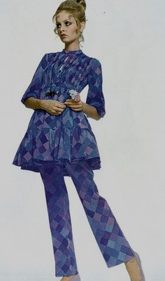 Twiggy by Justin de Villeneuve Vogue Italia 1969 vintage fashion style… 60s And 70s Fashion, 60 Fashion, Fashion History, Fashion Photo, Retro Fashion, Fashion Models, Vintage Fashion, Sporty Fashion, Fashion Women
