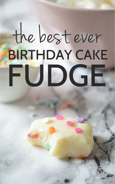 How to make birthday cake fudge, this is the best recipe ever! | carmelapop.com