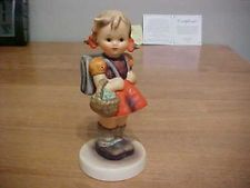 GOEBEL HUMMEL Germany SCHOOL GIRL #81 2/0 Girl w/ Backpack Figurine/1990-1999