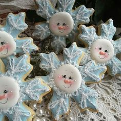 Cookies Decorated Ideas Snowflake Ideas For 2019 Snowman Cookies, Snowflake Cookies, Christmas Sugar Cookies, Holiday Cookies, Christmas Treats, Christmas Baking, Decorated Christmas Cookies, Christmas Cakes, Christmas Baby