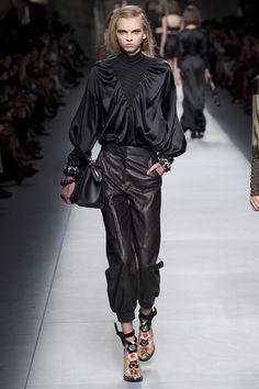 Fendi Spring 2016 Ready-to-Wear Fashion Show - Edie Campbell