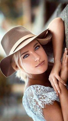 Beautiful faces with expressive eyes: Photo Beautiful Girl Image, Gorgeous Women, Beautiful People, Beautiful Beautiful, Girl Face, Woman Face, Stunning Eyes, Pretty Eyes, Beauty Women