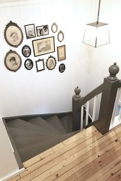 Landlig interiør, bildevegg, gammel, grå malt trapp, gang, country house, interior, foto wall, grey painted stairs, hallway Interior Ideas, Gallery Wall, Dining, Living Room, House, Inspiration, Home Decor, Pictures, Biblical Inspiration
