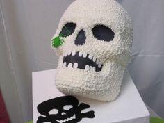 Halloween Cake Ideas #WiltonMoms #CakeDecorating #Halloween