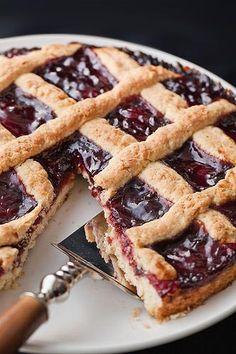 Noi oggi per una rigorosa merenda #senzaglutine vi proponiamo la crostata di #marmellata!  La #crostata è un dolce molto semplice da fare e soprattutto è molto comoda perchè potete prepararla il giorno prima. #glutenfree #perceliaci