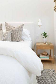 Minimalist Bedroom, Modern Bedroom, White Bedroom Decor, White Bedrooms, Light Bedroom, Neutral Bedrooms, Small Bedrooms, Guest Bedrooms, Master Bedrooms