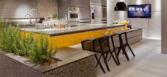 Cozinha projetada pelo arquiteto Arnaldo Pinho para a mostra Casa Cor Brasília 2013