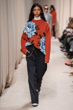 Ami Fall 2019 Menswear collection, runway looks, beauty, models, and reviews.