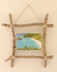 Floating wooden picture frame from Corinne's workshop: wall decorations from Corinne Workshop – - myeasyidea sites Cadre Photo Diy, Diy Photo, Wood Photo, Frame Crafts, Wood Crafts, Diy And Crafts, Driftwood Projects, Driftwood Art, Marco Diy