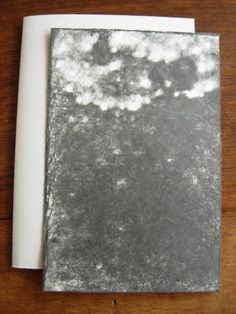 Versant I.  Michel BUTOR & Paul de PIGNOL. Etant l'Etna. Dessins de P. de Pignol. Rouen, L'Instant perpétuel, juillet 2013. 15 x 11 cm, 32 p., ill., en feuilles sous couv. illustrée à rabats. ISBN 2-915848-31-9. E.O. Tirage limité à 99 ex. numérotés, tous signés par M. Butor et P. de Pignol. Les 6 premiers comportent chacun un collage original signé de M. Butor, et un Versant noir, dessin original signé de P. de Pignol. Les 3 premiers comportent en outre un manuscrit autographe de l'auteur.