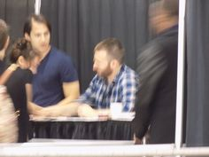 Getting a autograph from Chris Evans at wizard world philadelphia 2016 6/4/16 @jgraybill2
