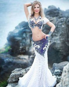 Probably the most stunning belly dancing outfit I've seen.