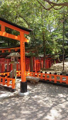伏見稲荷大社 (Fushimi-Inari-Taisha Shrine)は京都市、京都府にあります