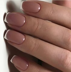 Semi-permanent varnish, false nails, patches: which manicure to choose? - My Nails Short French Nails, Nails Short, Perfect Nails, Gorgeous Nails, Pretty Nails, French Manicure Nails, French Tip Nails, Nail French, French Pedicure