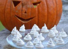Szellem habcsók Halloweenre Ghost meringues for Halloween Cake Cookies, Pumpkin Carving, Mousse, Sweets, Baking, Halloween, Cakes, Sweet Pastries, Cake