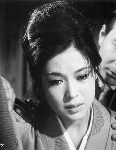 『女が愛して憎むとき」若尾文子 Ayako Wakao Japanese Film, Japanese Beauty, Black And White Portraits, Old Movies, Classic Beauty, Im In Love, Movie Stars, Actresses, Couple Photos