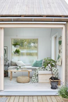 Sometimes 25 sqm could be more than enough for a little paradise. This wonderful little summer cottage is located right by the lake somewhere in the midst ✌Pufikhomes - source of home inspiration Tiny Living Rooms, Small Living, Living Room Designs, Home Greenhouse, Compact Living, Tiny Spaces, Tiny House Design, Home Decor Inspiration, Hygge