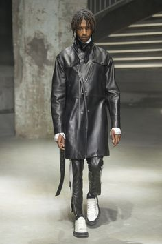 Lanvin Spring/Summer 2019 Collection Show menswear paris fashion week runway lucas ossendrijver Mens Fashion Shoes, Blazer Fashion, Leather Fashion, Men's Fashion, Paris Fashion, Fashion Details, Fashion Trends, Leather Blazer, Leather Men